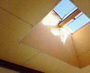 改換天心のために開放した天窓 (リフォーム中ゆえ、まだ天井クロス等はされていない)