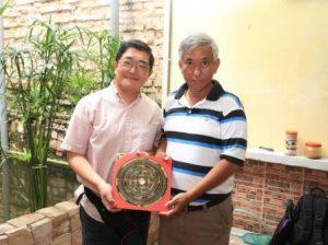 マラッカの中央風水学院にて、劉育才老師手製の羅盤をいただく