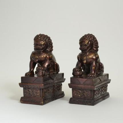 銅製の獅子一対
