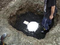 炭埋設後に水晶玉等を設置
