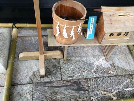 三峰神社本殿前に現れた龍