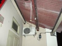 28 中央風水学院玄関前にある銅製風鈴