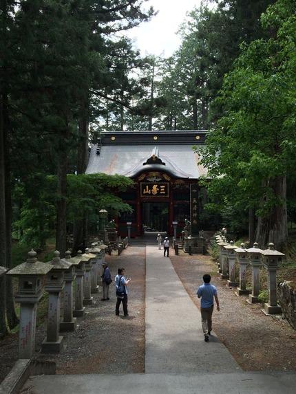 三峰神社随身門